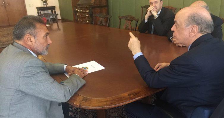 O senador Telmário Mota se reuniu com o ministro das Relações Exteriores, José Serra.