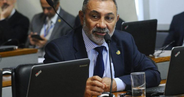 Comissão de Assuntos Econômicos (CAE) realiza reunião deliberativa com com 9 itens.   Em pronunciamento, senador Telmário Mota (PDT-RR).  Foto: Geraldo Magela/Agência Senado