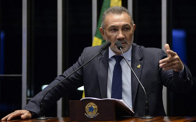 Em discurso, senador Telmário Mota (PTB-RR).