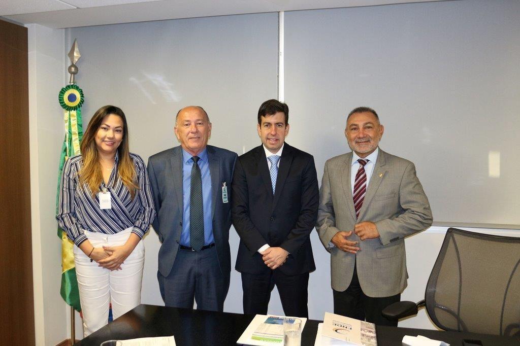 Secretaria Adjunta da  Sefaz-RR, Aline Karla  Lira de Oliveira; Secretário da Sefaz-RR, Ronaldo Marcílio Santos; Presidente do FNDE, Silvio Pinheiro; e Senador Telmário Mota (PTB-RR)