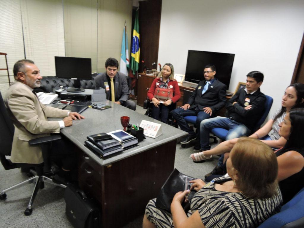 Senador Telmário recebe agentes de trânsito